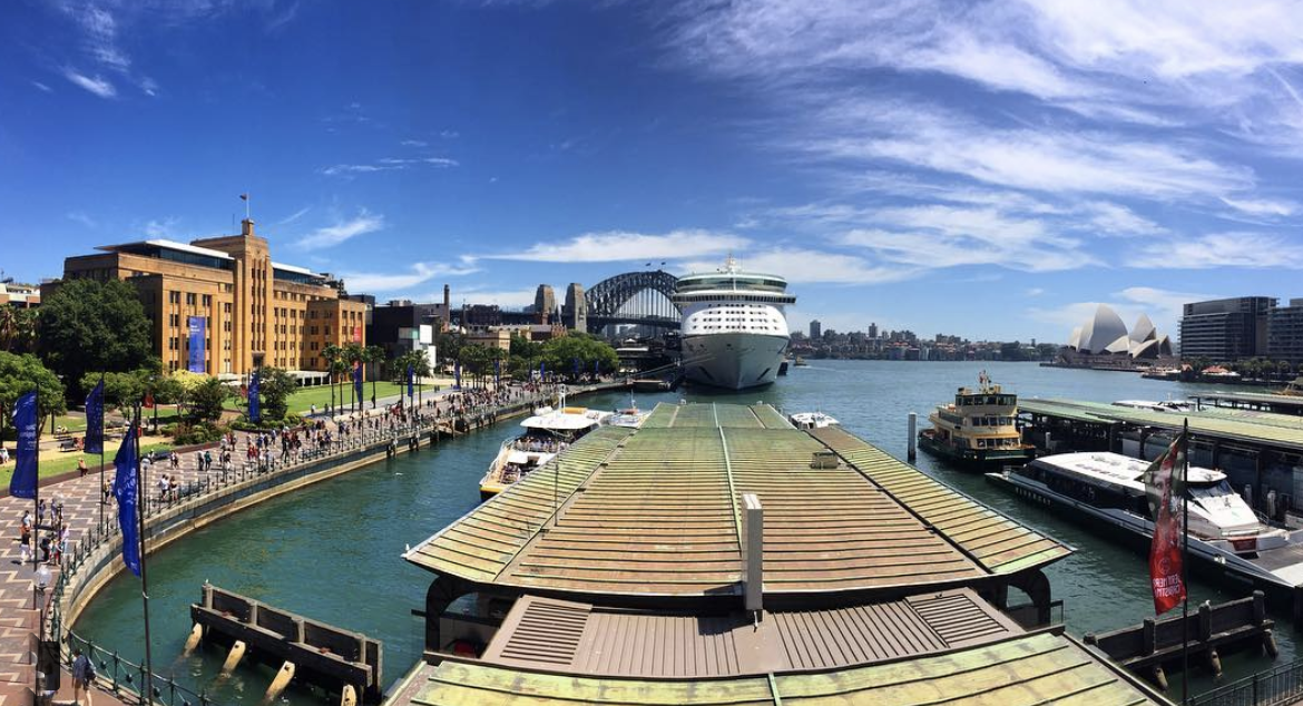 Cruise ship at Circular Quay (Photo: Simon Jordan, @simonjordan27)